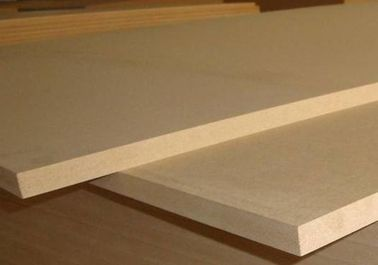 China Poplar Core Plain Laminated MDF Board For Interior Flooring Furniture Decoration factory