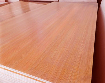 China Standard Size Veneered MDF Panels / Construction Flooring MDF Wood Panelling factory